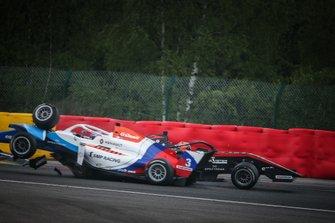 Crash Alexander Smolyar, R-ACE GP, Federico Malvestiti, BHAITECH