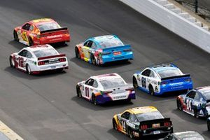 Kyle Larson, Chip Ganassi Racing, Chevrolet Camaro McDonald's and Ryan Blaney, Team Penske, Ford Mustang Wabash National