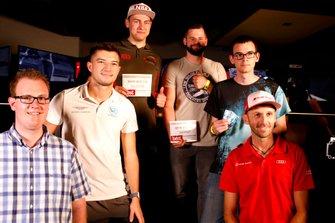 eSports-Sieger mit Jake Dennis, R-Motorsport, und René Rast, Audi Sport Team Rosberg