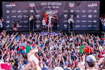 Podium: Race winner Tiago Monteiro, KCMG Honda Civic Type R TCR, second place Yvan Muller, Cyan Racing Lynk & Co 03 TCR, third place Yann Ehrlacher, Cyan Performance Lynk & Co 03 TCR