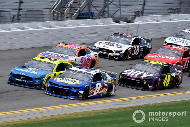 Chase Elliott, Hendrick Motorsports, Chevrolet Camaro NAPA Batteries, Paul Menard, Wood Brothers Racing, Ford Mustang Menards / Dutch Boy, and Jimmie Johnson, Hendrick Motorsports, Chevrolet Camaro Ally