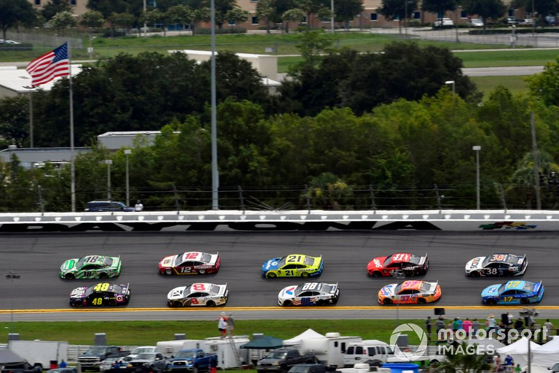 Jimmie Johnson, Hendrick Motorsports, Chevrolet Camaro Ally and Kyle Busch, Joe Gibbs Racing, Toyota Camry Interstate Batteries