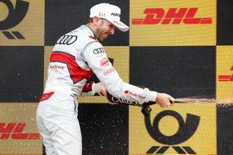Podio: il vincitore della gara René Rast, Audi Sport Team Rosberg