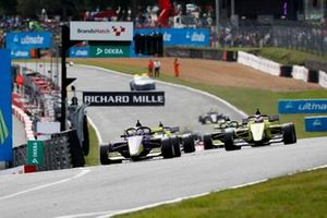 Start der W-Series 2019 in Brands Hatch: Jamie Chadwick führt