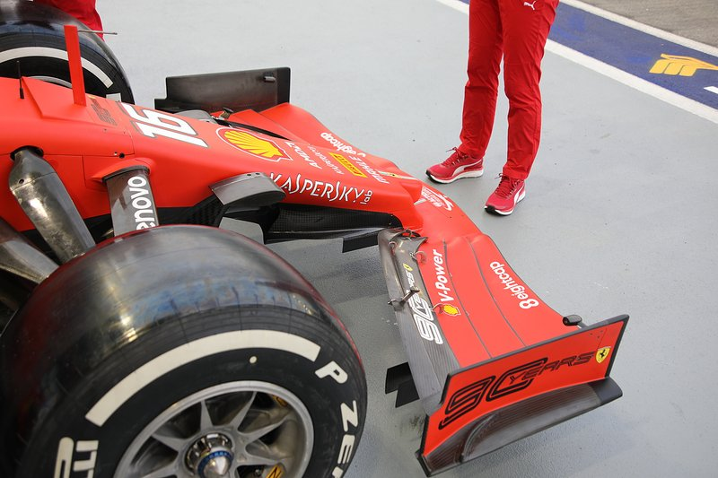 Ferrari SF90, asa dianteira
