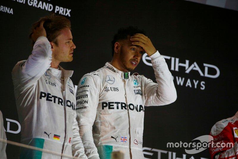 Hamilton ha ganado tres títulos a un piloto de Ferrari (2008 a Massa, 2017 y 2018 a Vettel) y tres a su compañero (dos a Rosberg y uno a Bottas). De hecho, en 2016 su compañero fue campeón por delante de él
