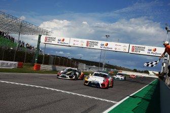 Diego Bertonelli, Dinamic Motorsport, batte in volata Patrick Kujala, Bonaldi Motorsport
