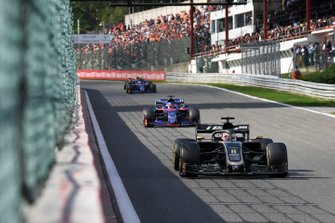 Romain Grosjean, Haas F1 Team VF-19, leads Daniil Kvyat, Toro Rosso STR14
