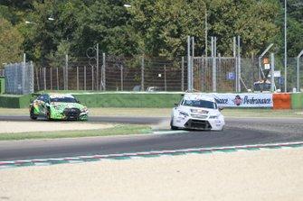Raffaele Lissignoli, Pit Lane Competizioni, Cupra TCR, davanti a Enrico Bettera, Pit Lane Competizioni, Audi RS 3 LMS TCR