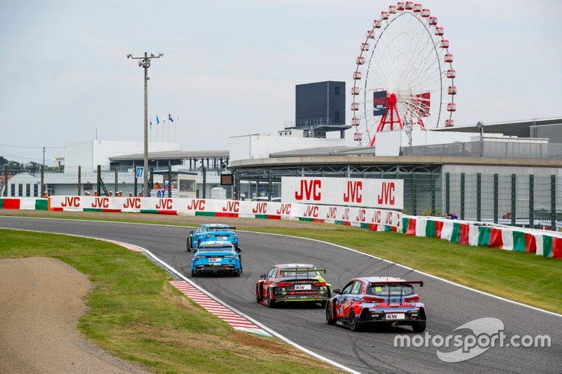 Томита Рюитиро, Audi Sport Team Hitotsuyama, Audi RS3 LMS TCR, и Ники Катсбург, BRC Hyundai N LUKOIL Racing Team, Hyundai i30 N TCR