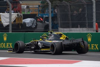 Damaged car of Nico Hulkenberg, Renault R.S. 19