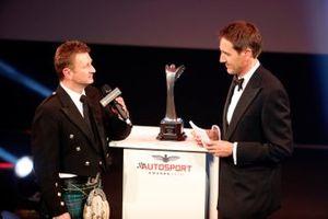 Allan McNish op het podium voor de Pioneering and Innovation Award