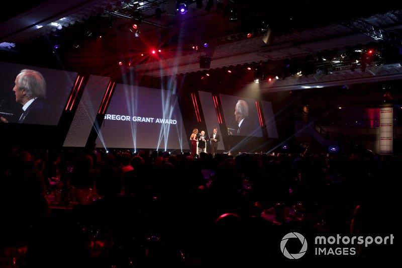 Sir Jackie Stewart presenta il Gregor Grant award per il Gran Premio di Monaco