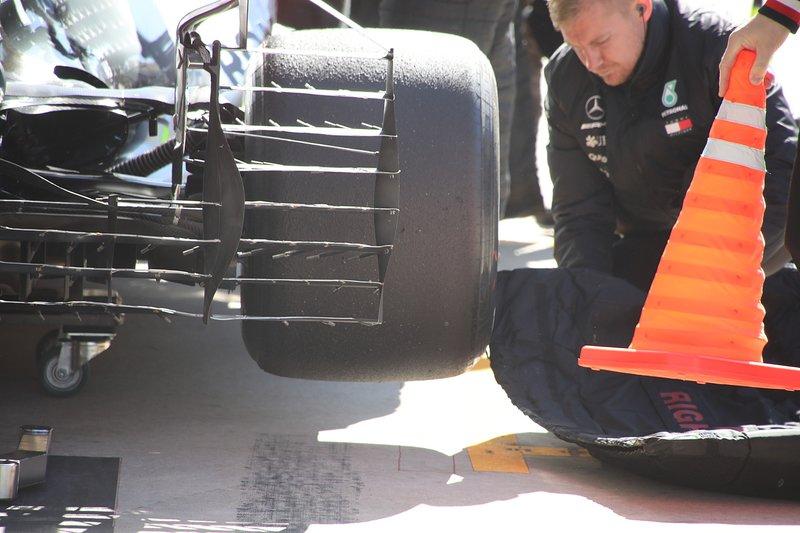 Mercedes AMG F1 W10 parte trasera