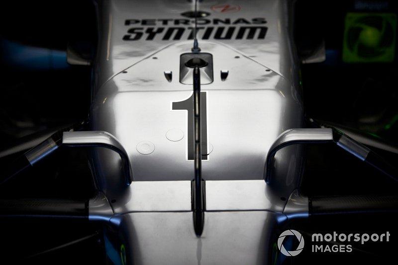 El morro del coche de Lewis Hamilton, Mercedes AMG F1, con el #1