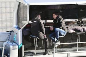 Toto Wolff, Director Ejecutivo (Negocios), Mercedes AMG se sienta en el pitwall