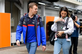 Daniil Kvyat, Toro Rosso with Kelly Piquet with their daughter