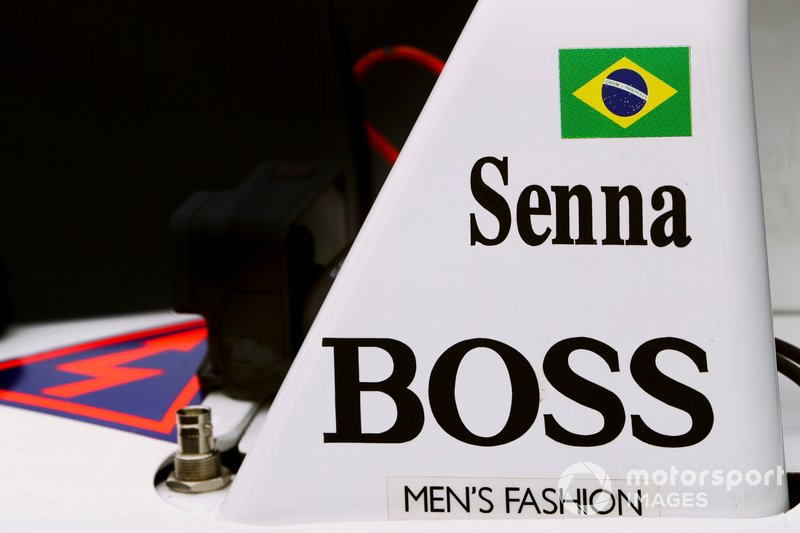 Senna logo on McLaren MP4/4