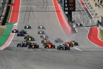 Valtteri Bottas, Mercedes AMG W10, leads Sebastian Vettel, Ferrari SF90, Max Verstappen, Red Bull Racing RB15, Lewis Hamilton, Mercedes AMG F1 W10, Charles Leclerc, Ferrari SF90, Alexander Albon, Red Bull RB15, and the rest of the field away at the start