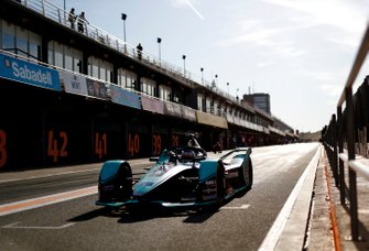 James Calado, Jaguar Racing, Jaguar I-Type 4, lascia la pit lane