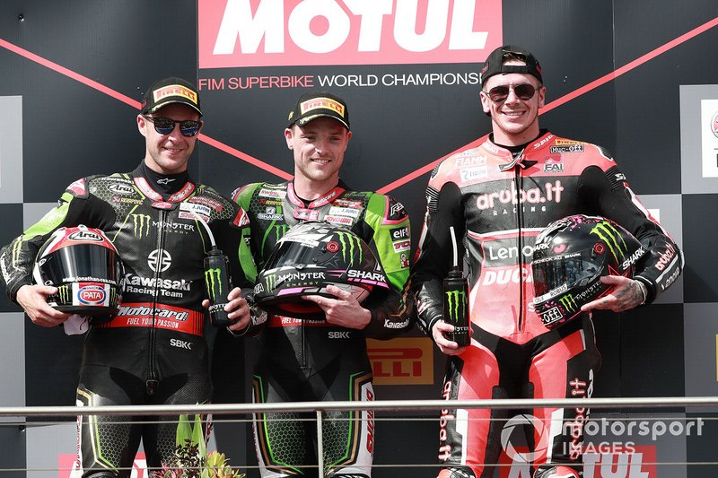 Ganador de la carrera Alex Lowes, Kawasaki Racing Team, segundo lugar Jonathan Rea, Kawasaki Racing Team, tercer lugar Scott Redding, Aruba.it Racing Ducati