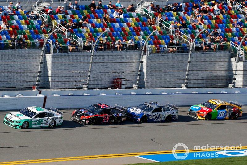 Брэд Кеселовски, Team Penske, Ford Mustang MoneyLion, и Клинт Бойер, Stewart-Haas Racing, Ford Mustang Mobil 1