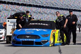 Ryan Blaney, Team Penske, Ford Mustang Menards / Peak crew