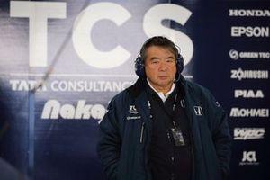 Инженер TCS Nakajima Racing Хирохиде Хамасима