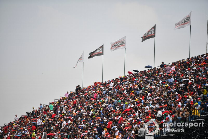 Fans enjoy qualifying