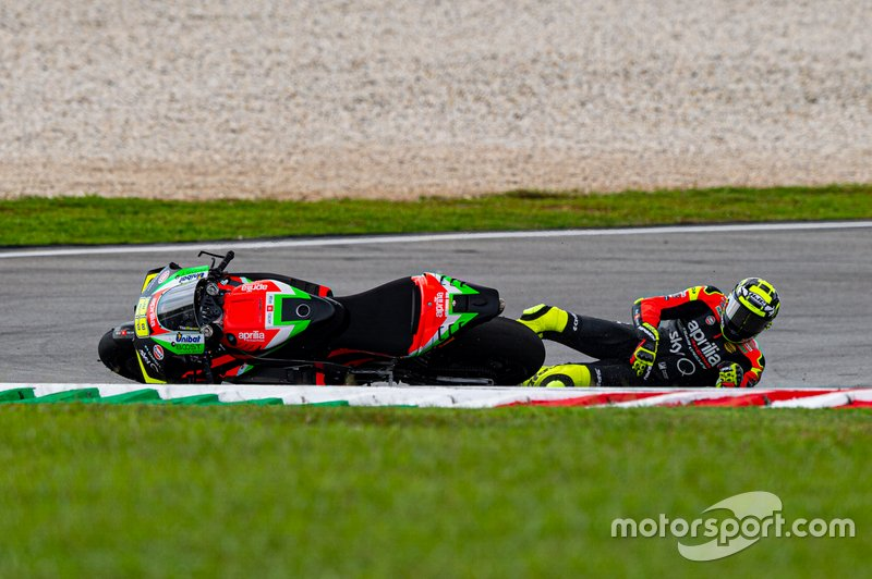 Sturz: Andrea Iannone, Aprilia Racing Team Gresini