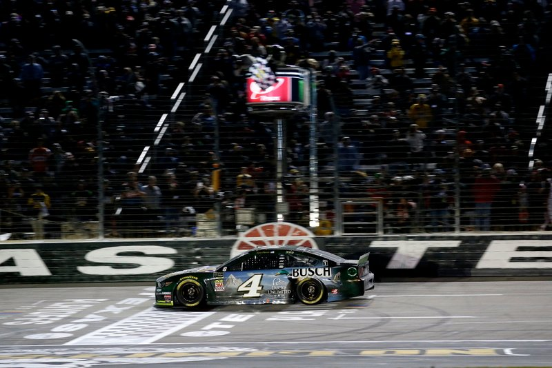 Race winner Kevin Harvick, Stewart-Haas Racing, Ford Mustang Busch Beer / Ducks Unlimited