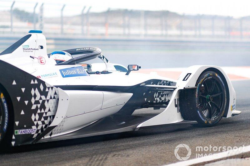 Edoardo Mortara, Venturi, EQ Silver Arrow 01, in a cloud of smoke at the end of the pit lane