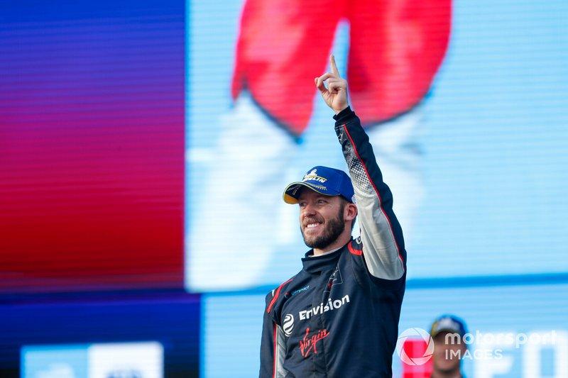 Race winner Sam Bird, Virgin Racing on the podium