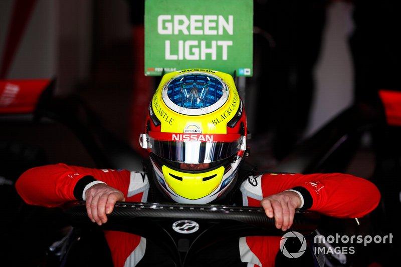 Оливер Роуленд на этапе Формулы Е в Эр-Рияде