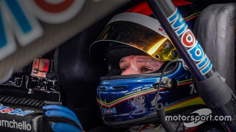 Rubens Barrichello tem capacete alusivo ao de Tuka Rocha em Goiânia