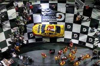 Joey Logano, Team Penske, Ford Mustang Shell Pennzoil celebrates in victory lane