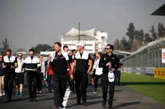 Andre Lotterer, Porsche, Neel Jani, Porsche walk the track with members of their team