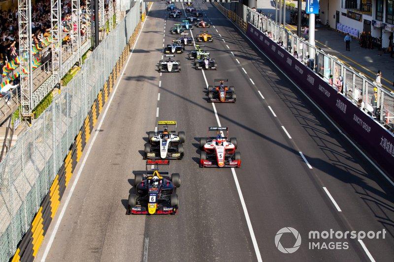 Start action, Jüri Vips, Hitech Grand Prix leads