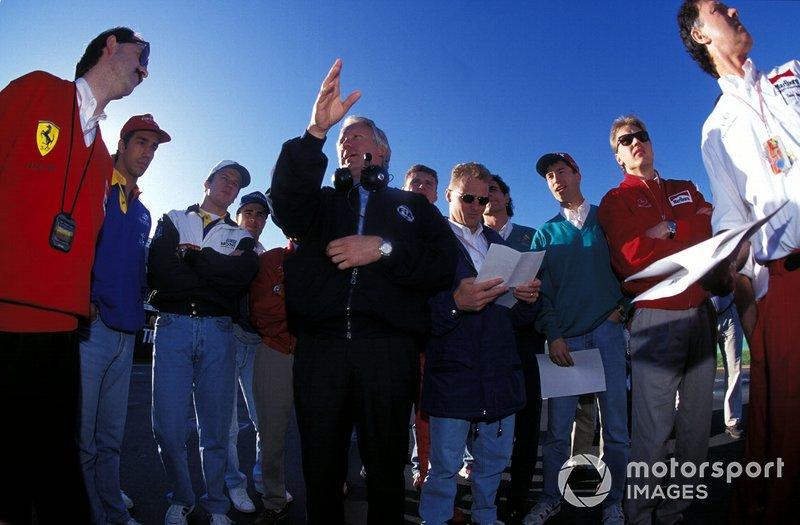 На городской трассе в Мельбурне все пилоты и команды оказались впервые. Так как провести на ней тесты было невозможно, а средства компьютерного моделирования в те дни были не особенно эффективны, Чарли Уайтинг провел с пилотами специальное собрание…