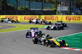 Nico Hulkenberg, Renault F1 Team R.S. 19, leads Sergio Perez, Racing Point RP19, Antonio Giovinazzi, Alfa Romeo Racing C38, Kevin Magnussen, Haas F1 Team VF-19, Romain Grosjean, Haas F1 Team VF-19, and Kimi Raikkonen, Alfa Romeo Racing C38
