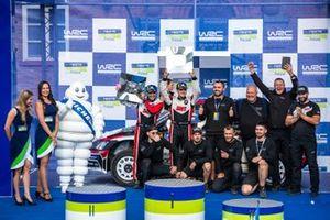 Победители ралли Финляндия в зачете WRC 2 Николай Грязин и Ярослав Федоров, Skoda Fabia R5