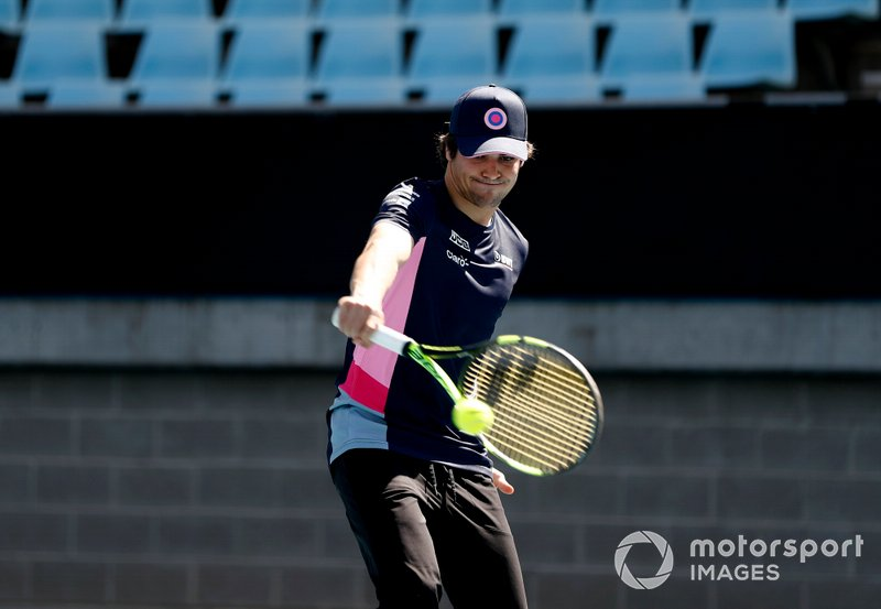 Lance Stroll, Racing Point, joue au tennis avec Lleyton Hewitt