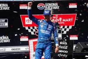 Kyle Larson, Hendrick Motorsports, Chevrolet Camaro HendrickCars.com celebrates his victory