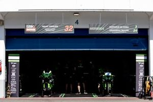 Garage of Isaac Vinales, Orelac Racing Verdnatura and Raffaele De Rosa, Orelac Racing VerdNatura