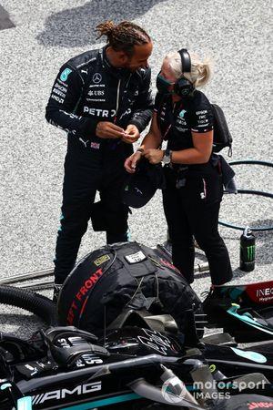 Lewis Hamilton, Mercedes, with Angela Cullen, Physio for Lewis Hamilton