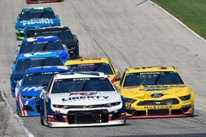 William Byron, Hendrick Motorsports, Chevrolet Camaro Liberty University and Michael McDowell, Front Row Motorsports, Ford Mustang Love's Travel Stops