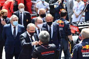 Stefano Domenicali, CEO, Formula 1, Prince Albert II of Monaco and Masashi Yamamoto, General Manager, Honda Motorsport, on the grid