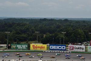 Tyler Reddick, Richard Childress Racing, Chevrolet Camaro Okuma, Kyle Larson, Hendrick Motorsports, Chevrolet Camaro HendrickCars.com