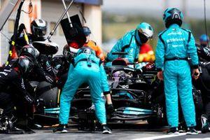 Lewis Hamilton, Mercedes W12, pitstop