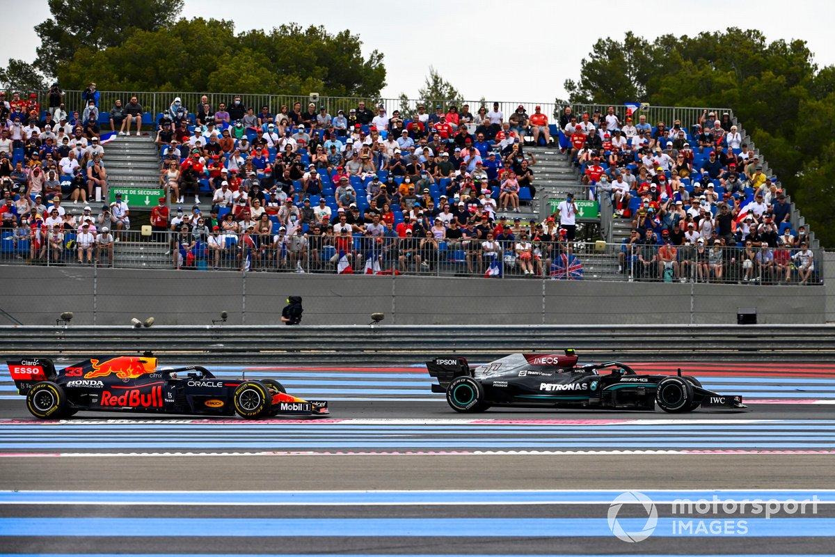 Max Verstappen, Red Bull Racing RB16B e Valtteri Bottas, Mercedes W12